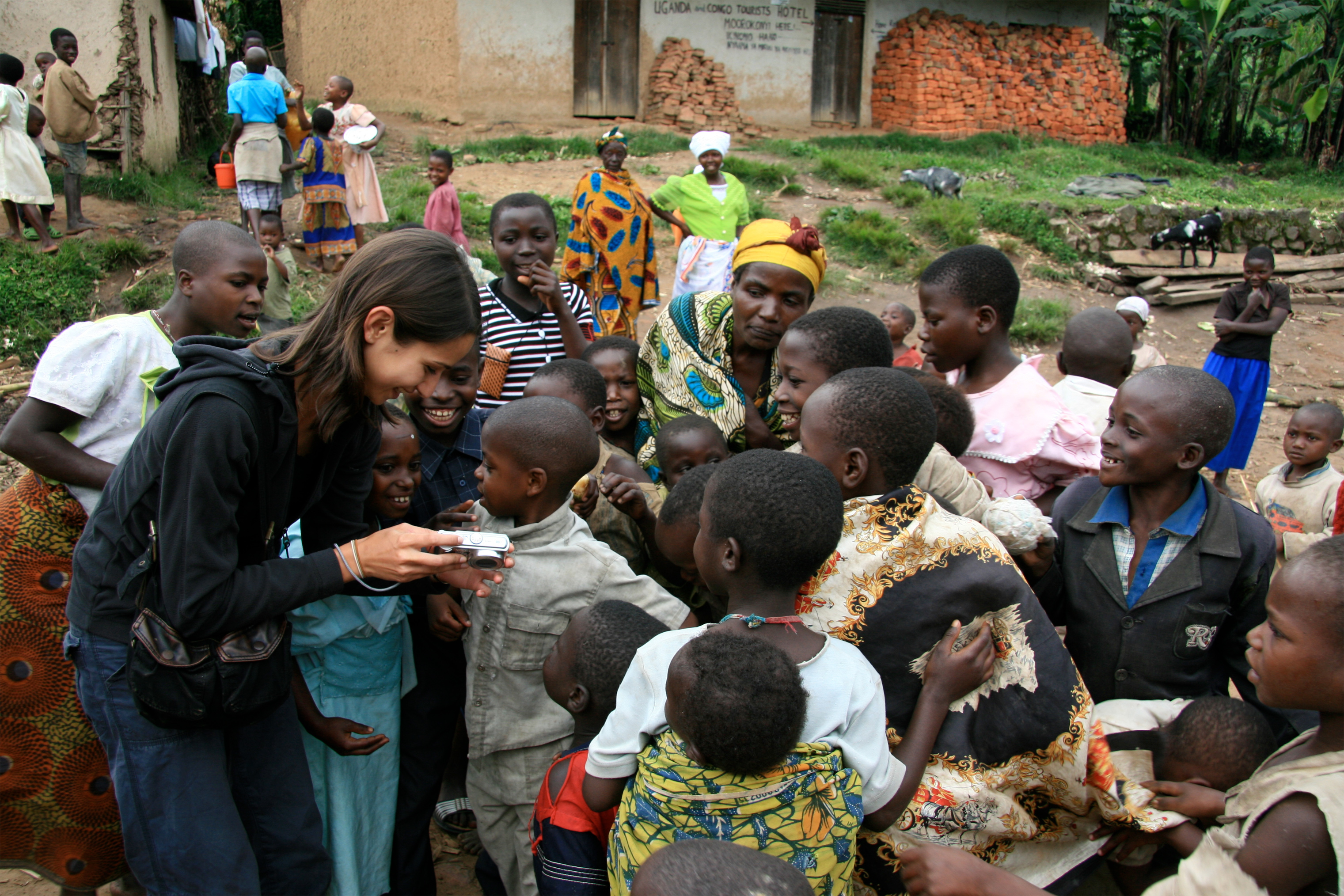 volunteer showing content to refugee children in Congo.